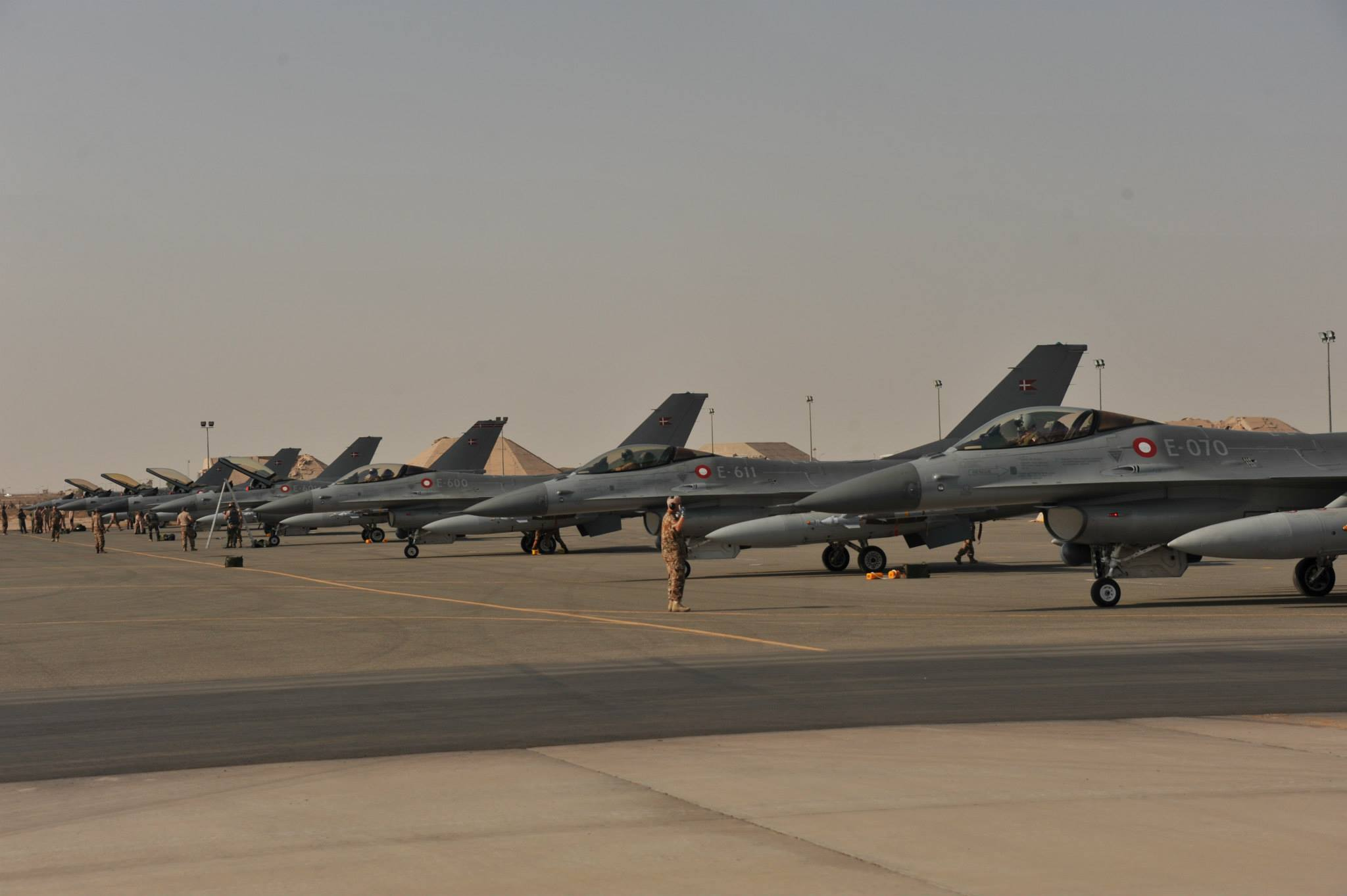 Squadron of Danish F-16s in Kuwait, early October 2014 (Flyvevåbnet/ Ahmad al-Jabar)