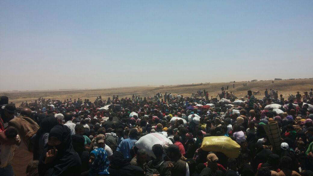 Residents of Tal Abyad region reportedly fleeing fighting between Islamic State and YPG Kurds June 13th 2015 (SNN)