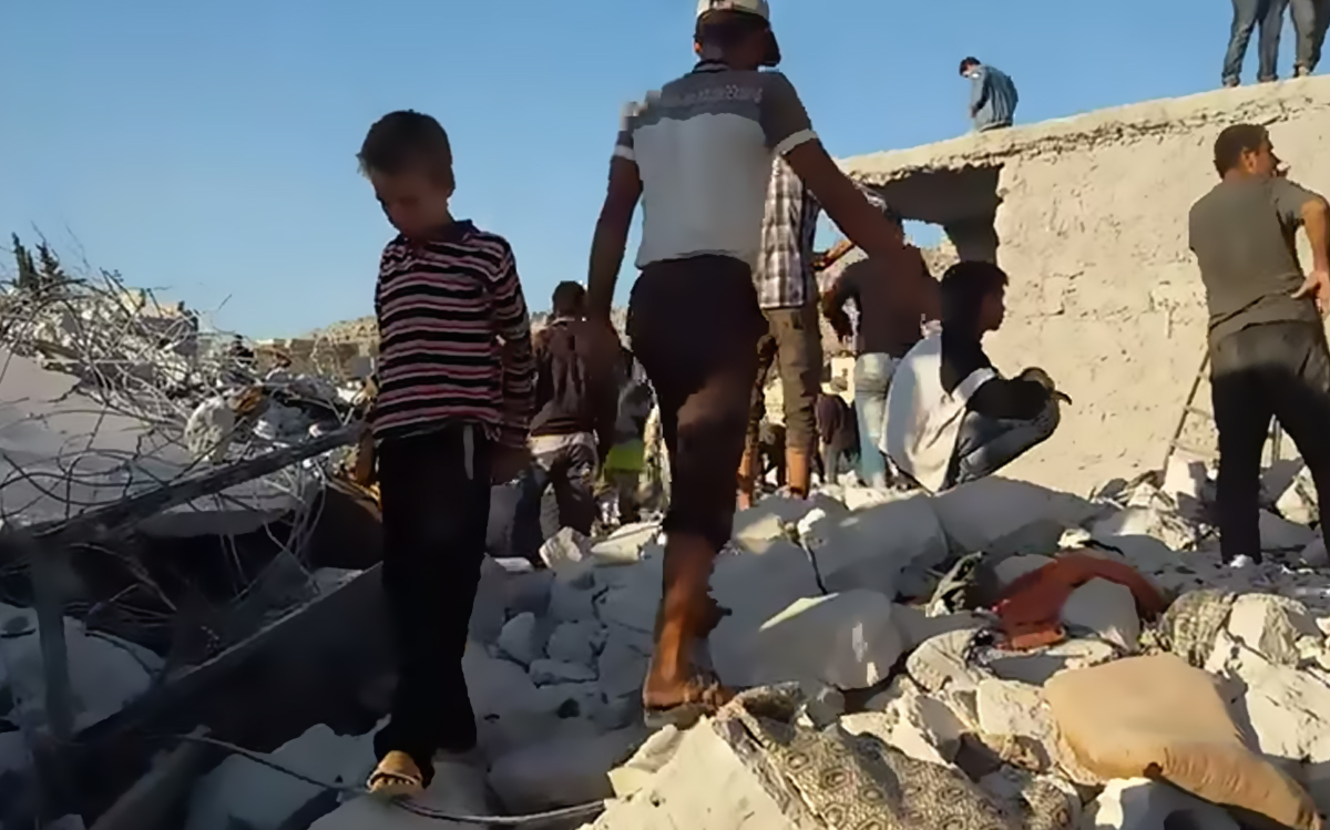 Rescuers search for survivors of a US airstrike at Kafar Daryan, Syria September 23 2014 (via Syrian Network for Human Rights)