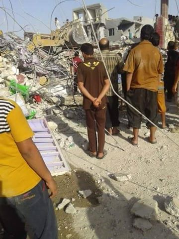 Residents at site of alleged Oct 16th Coalition strike at Hit which reportedly killed 10 civilians (via Iraqi Revolution)