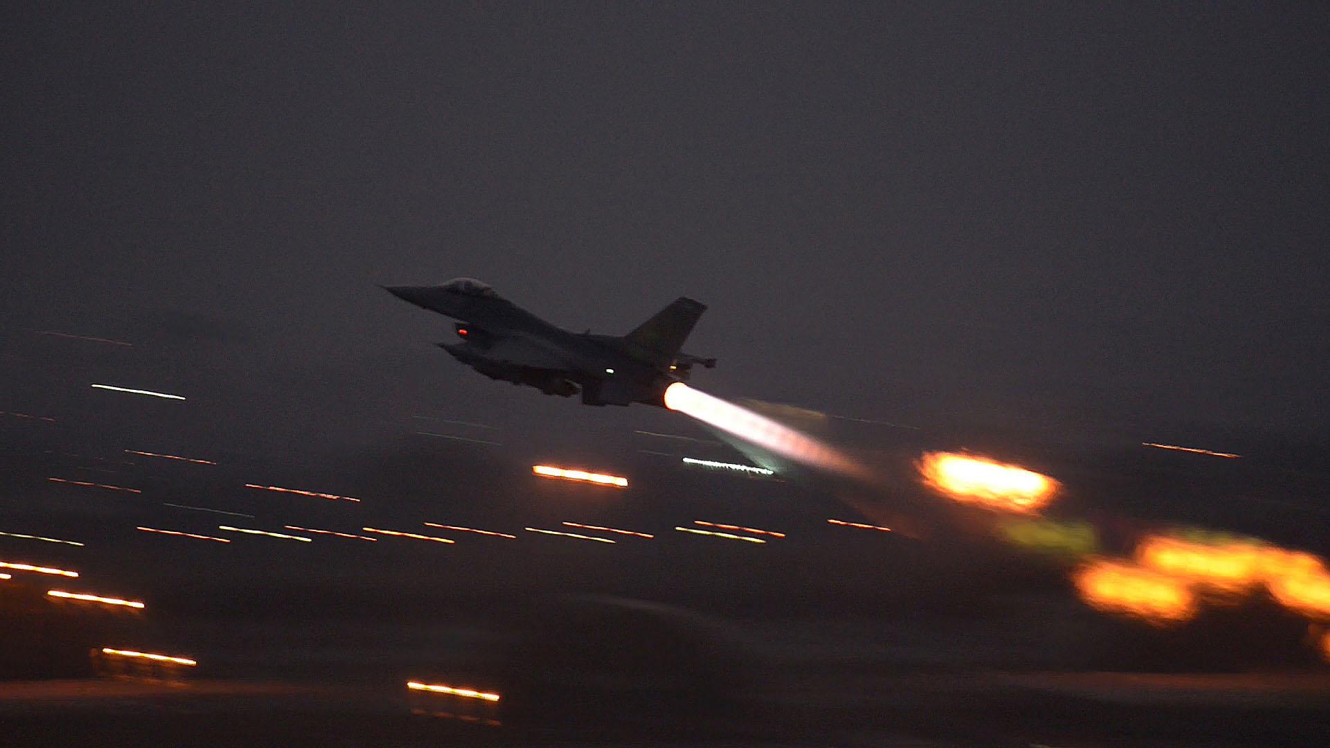 An F-16 Fighting Falcon takes off from Incirlik Air Base, Turkey August 12 2015 (USAF/ Snr Airman Krystal Ardrey)