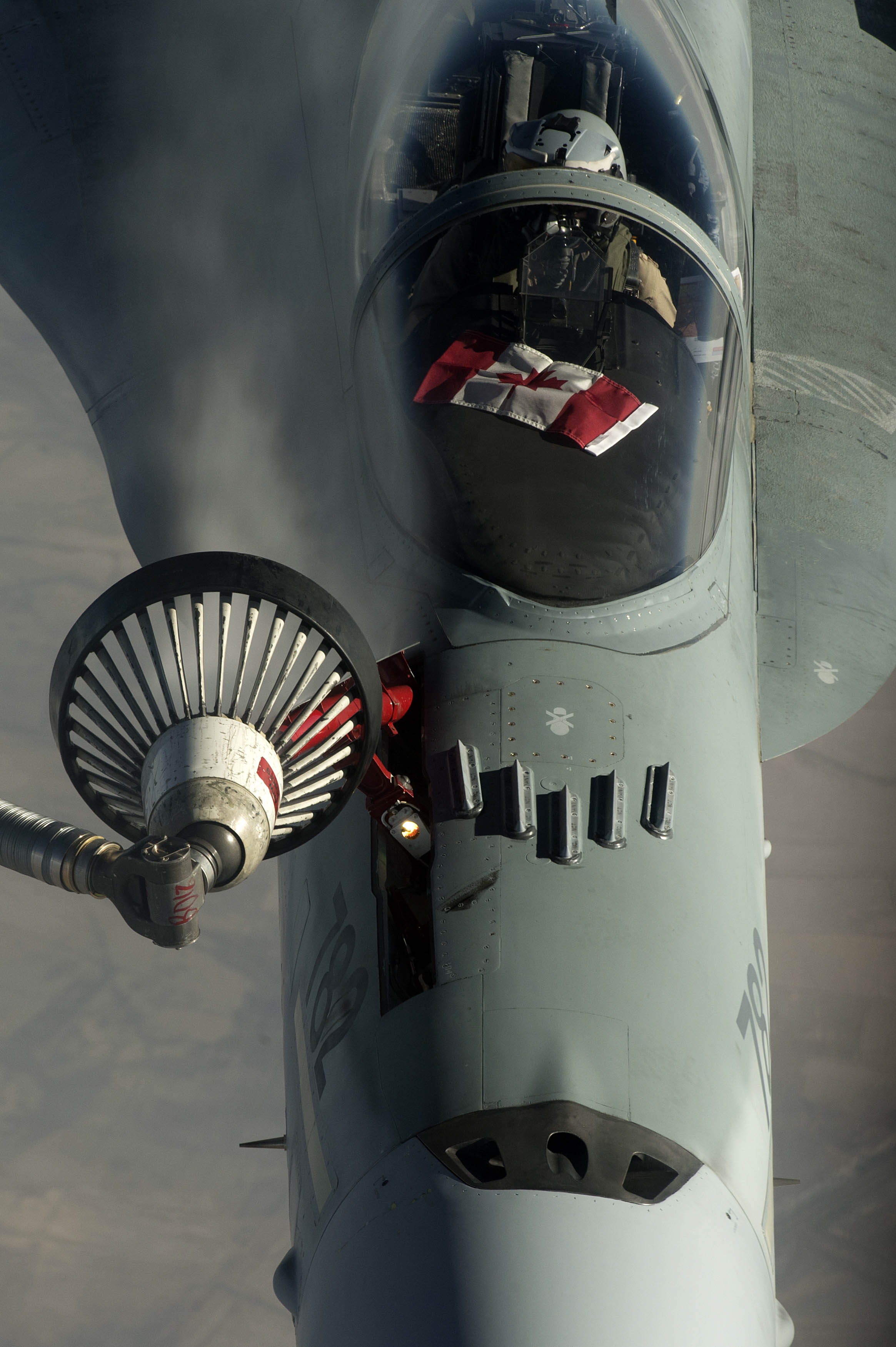 A Canadian F-18 refuels from a US air tanker December 4th 2015 (USAF/ Tech. Sgt. Nathan Lipscomb)
