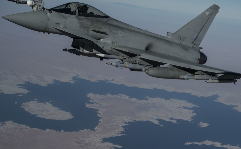 A British Typhoon is refuelled over Iraq by a US Stratotanker, December 22 2015 (USAF/ Staff Sgt Corey Hook)