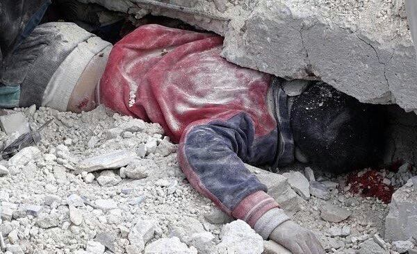 The body of a child stuck under rubble following an alleged Russian raid on Salheen, February 8th (via SN4HR)