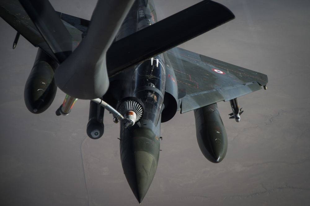 A French Air Force Mirage 2000 receives fuel from a KC-135 Stratotanker, assigned to the 340th Expeditionary Air Refueling Squadron, over Iraq, June 15, 2016 [US Air Force]