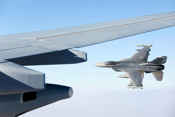 """A 480th Fighter Squadron """"Warhawks"""" F-16C flies alongside after refuelling from a KC-30A Multi-Role Tanker Transport air-to-air refuelling aircraft in the skies over the Middle East Region. (Aus MoD)"""