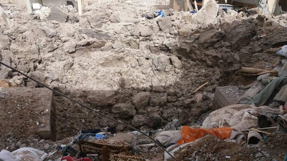 Scene of destructon at Al Saheel September 30th 2016, following a Coalition, Russian or Assad regime strike (via Deir Ezzor 24)