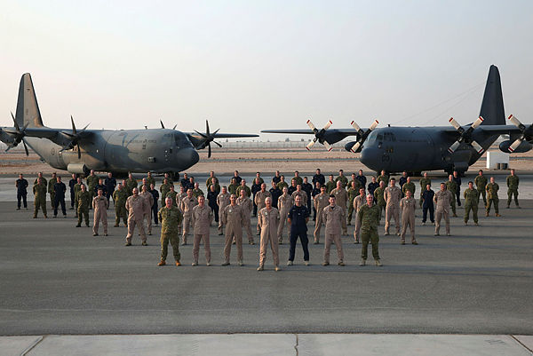 Air Mobility Task Group members group photo at Australia's main logistics base, Middle East Region. (Aus MoD)