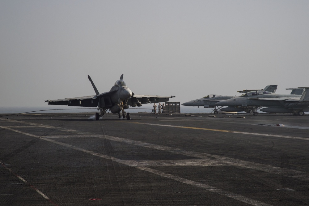An F/A-18F Super Hornet makes an arrested landing on the flight deck, Oct 4th (US Navy)
