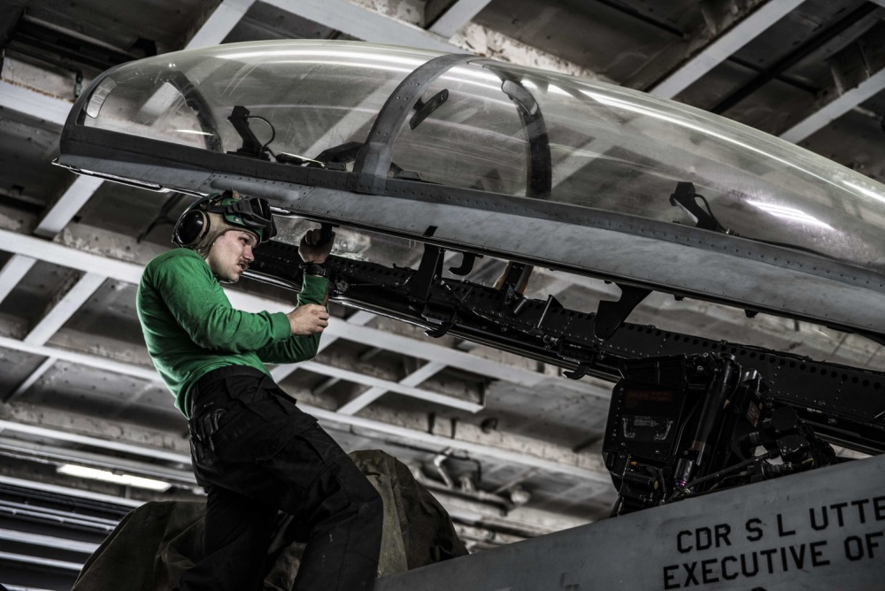 An inspection for corrosion is carried out on the canopy of an F/A-18F Super Hornet, Nov 25th (US Navy)