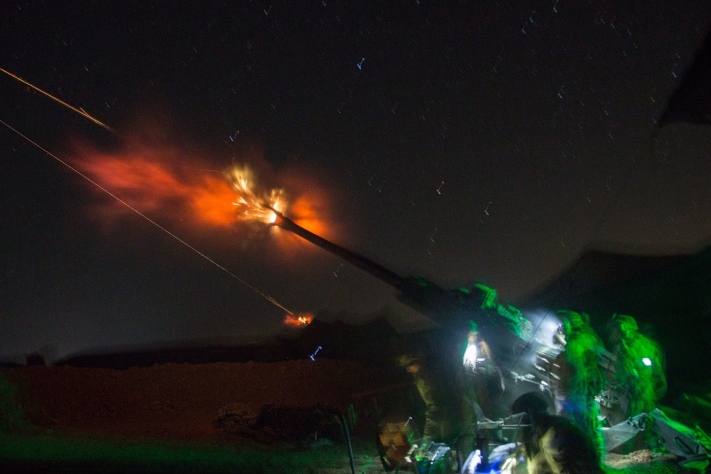 An M777 A2 Howitzer is fired at night in support of Iraqi security forces at Platoon Assembly Area 14, Iraq, Dec. 7 (US Army)