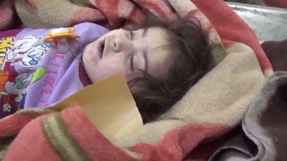 A young girl allegedly killed or wounded in Coalition airstrikes on New Mosul neighbourhood (via Iraqi Spring Media Center)