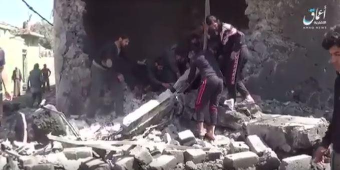 Survivors search for victims following a reported Coalition strike on Zanjili, Mosul March 30th [image via ISIL video]
